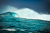 INDONESIA, Mentawai Islands, Kandui Resort, a breaking wave at Bankvaults