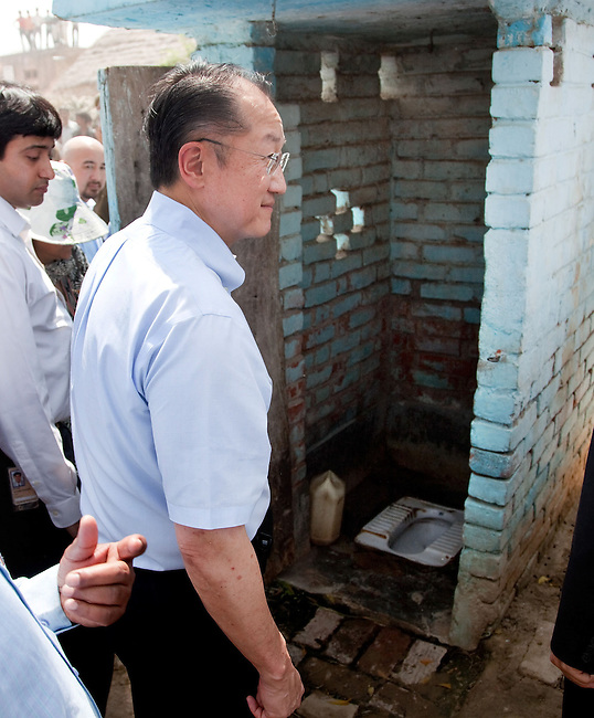 12 March 2013, Kanpur, Uttar Pradesh India: President of the World Bank, Mr Jim Yong Kim inspects a toilet on his visit to the village of Tilsarikhurd village near to the city of Kanpur in Uttar Pradesh state. Mr.Kim is visiting India  for meetings with local staff, Indian Government Ministers and to inspect projects sponsored by World Bank in regional areas. Picture by Graham Crouch/World Bank