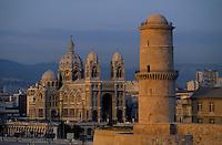 Europe/France/Provence-Alpes-Côte d'Azur/13/Bouches-du-Rhône/Marseille : Le fort Saint-Jean et l'église Saint-Laurent