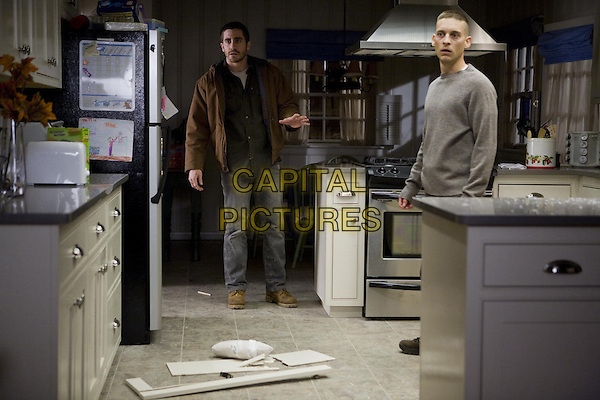 JAKE GYLLENHAAL & TOBY MAGUIRE.in Brothers.*Filmstill - Editorial Use Only*.CAP/FB.Supplied by Capital Pictures.