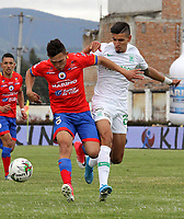 IPIALES-COLOMBIA, 21-09-2019: Wilfrido de la Rosa de Deportivo Pasto y Daniel Muñoz de Atlético Nacional disputan el balón, durante partido de la fecha 12 entre Deportivo Pasto y Atlético Nacional por la Liga Águila II 2019  jugado en el estadio Municipal de Ipiales de la Ciudad de Ipiales. / Wilfrido de la Rosa of Deportivo Pasto and Daniel Muñoz of Atletico Nacional figth for the ball, during a match of the 12th date between Deportivo Pasto and Atletico Nacional for the Aguila Leguaje II 2019 played at the Municipal de Ipiales stadium in Ipiales city. Photo: VizzorImage / Leonardo Castro / Cont.