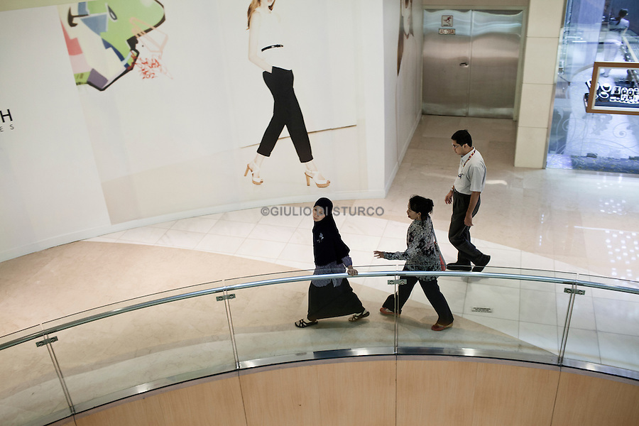 JAKARTA, INDONESIA, MAY 2013:<br /> Middle class family spending their Saturday afternoon at Grand Indonesia mall, opened 4 years ago, is one of the main attraction in Jakarta for young people and middle class family, May 2013.<br /> © Giulio Di Sturco for Bloomberg Markets