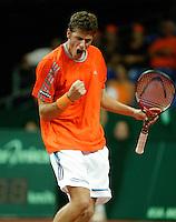 24-9-06,Leiden, Daviscup Netherlands-Tsjech Republic, Robin Haase pept zichzelf op in zijn partij tegen  Jan Hernych