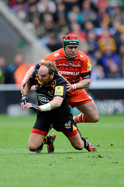 Marcos Ayerza of Leicester Tigers clashes into Andy Goode of Wasps after the ball has gone