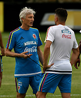 BARRANQUILLA - COLOMBIA - 02 – 10 - 2017: Jose Peckerman (Izq.), tecnico de la Selección Colombia, da instrucciones a Santiago Arias (Der.), jugador, durante entreno en las canchas del Polideportivo Universidad Autonoma del Caribe. El equipo colombiano se prepara en Barranquilla para el partido contra el seleccionado de Paraguay el 05 de octubre, partido clasificatorio a la Copa Mundial de la FIFA Rusia 2018. / Jose Peckerman (L), coach of Colombia´s Team, gives instructions to Santiago Arias (R), player, during a training in the grounds of the Sports Center of Autonoma del Caribe University. Colombia team prepares in Barranquilla for the match against the national team of Paraguay on October 05, qualifying for the FIFA World Cup Russia 2018. Photo: VizzorImage / Luis Ramirez/ Staff.