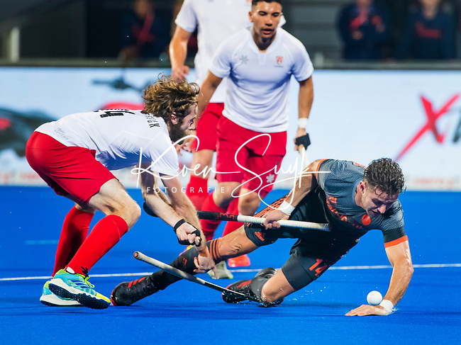 BHUBANESWAR (INDIA) -  Robbert Kemperman (Ned) stuit op James Kirkpatrick (Can)   tijdens Nederland-Canada (5-0) bij het WK Hockey heren.  COPYRIGHT KOEN SUYK