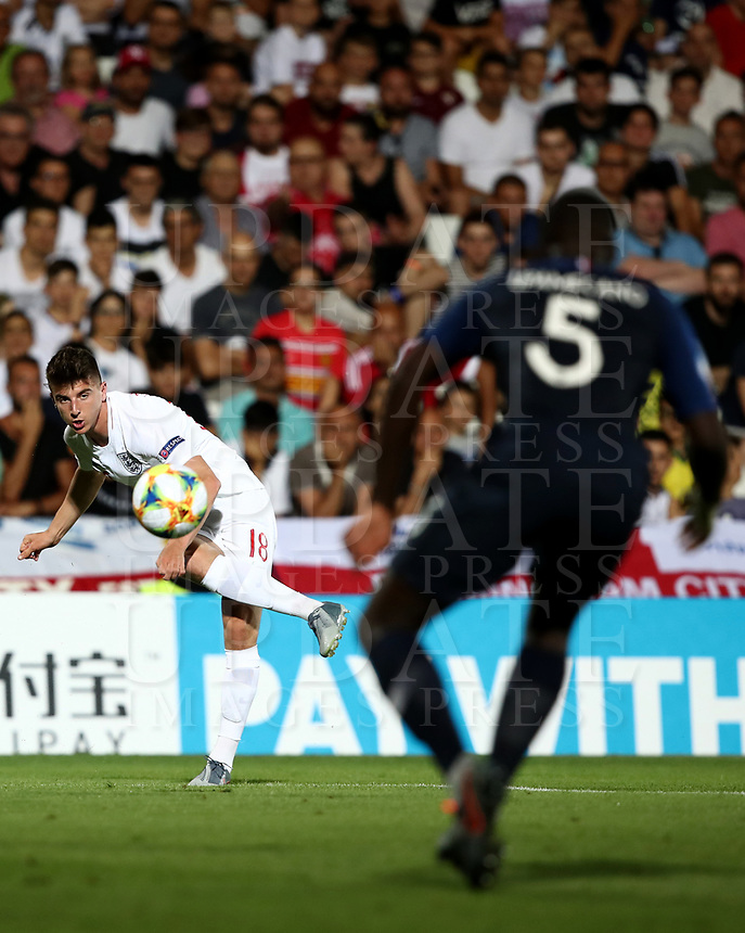 Football: Uefa under 21 Championship 2019, England - France, Dino Manuzzi stadium Cesena Italy on June18, 2019.<br /> England's Mason Mount (r) in action during the Uefa under 21 Championship 2019 football match between England and France at Dino Manuzzi stadium in Cesena, Italy on June18, 2019.<br /> UPDATE IMAGES PRESS/Isabella Bonotto