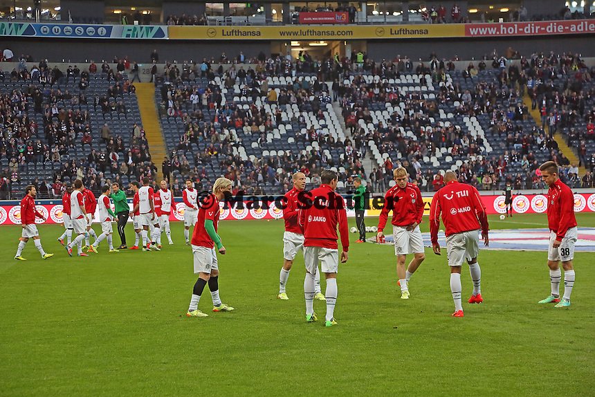 Hannover 96 wärmt sich auf - Eintracht Frankfurt vs. Hannover 96, Commerzbank Arena