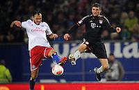 USSBALL   1. BUNDESLIGA    SAISON 2012/2013    10. Spieltag   Hamburger SV - FC Bayern Muenchen                    03.11.2012 Heiko Westermann (li, Hamburger SV) gegen Thomas Mueller (re, FC Bayern Muenchen)