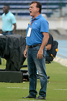BARRANQUIILLA -COLOMBIA-18-07-2015. Oscar Quintabani técnico de Aguilas Doradas gesticula durnate el encuentro con Uniautonoma por la fecha 2 de la Liga Aguila II 2015 jugado en el estadio Metropolitano de la ciudad de Barranquilla./ Oscar Quintabani coach of Aguilas Doradas gestures during match against Uniautonoma for the second date of the Aguila League II 2015 played at Metropolitano stadium in Barranquilla city.  Photo: VizzorImage/ Alfonso Cervantes /Cont