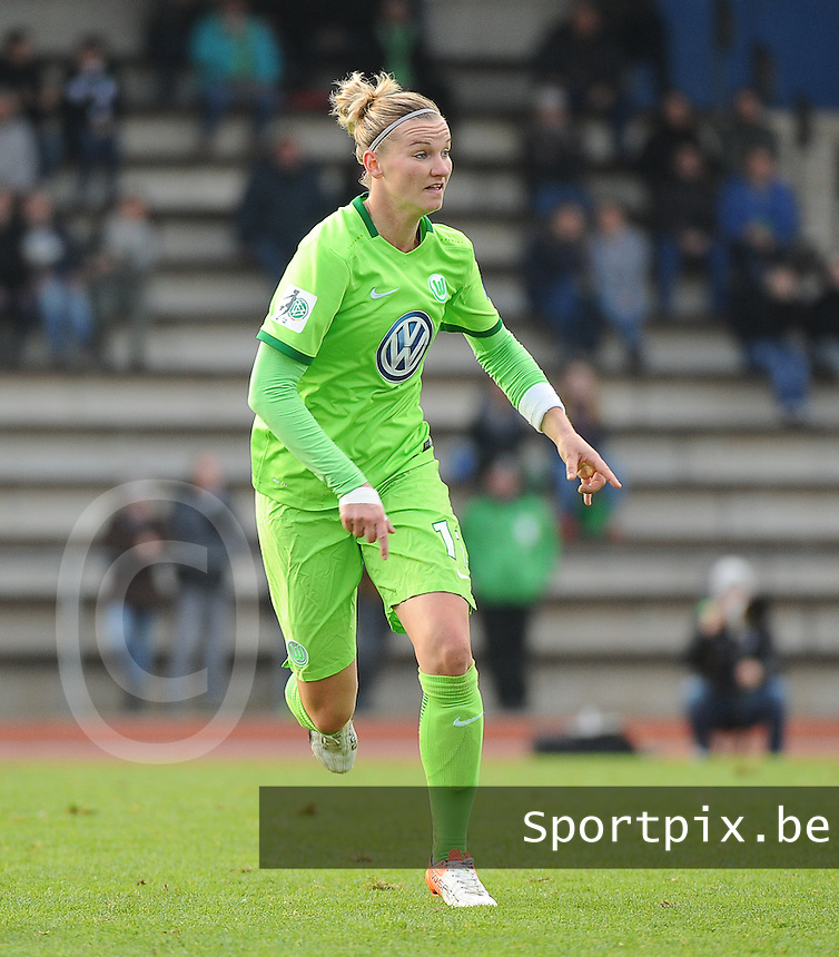 20161105 - MOENCHENGLADBACH , GERMANY : Wolfsburg's Alexandra Popp pictured during an Allianz Frauen Bundesliga game between Borussia Mönchengladbach and Vfl Wolfsburg during the 7th spieltag - game for the 2016-2017 Allianz Frauen-Bundesliga season , Saturday 5 th November 2016 ,  PHOTO Dirk Vuylsteke | Sportpix.Be