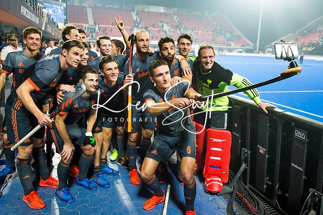 BHUBANESWAR (INDIA) - Het Nederlands team maakt een selfie na  Nederland-Canada (5-0) bij het WK Hockey heren. COPYRIGHT KOEN SUYK