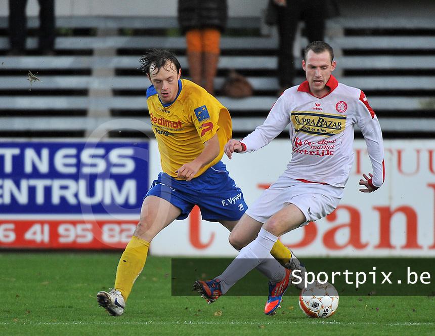 FC Gullegem - SK Eernegem : duel tussen Karsten Delrue (rechts) en Kenny Vandenkerckhove (links)<br /> foto VDB / Bart Vandenbroucke