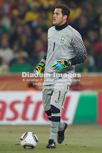 JOHANNESBURG - JUNE 20:  Brazil goalkeeper Julio Cesar in action during a 2010 FIFA World Cup Group G match against Cote d'Ivoire June 20, 2010 in Johannesburg, South Africa.  Editorial use only.  No mobile use.    (Photograph by Jonathan P. Larsen)