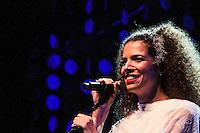RIO DE JANEIRO, RJ, 28.09.2013 - A cantora Vanessa da Mata se apresenta cantando as obras do mestre Tom Jobim no Citibank Hall, zona oeste da cidade. (Foto. Néstor J. Beremblum / Brazil Photo Press).