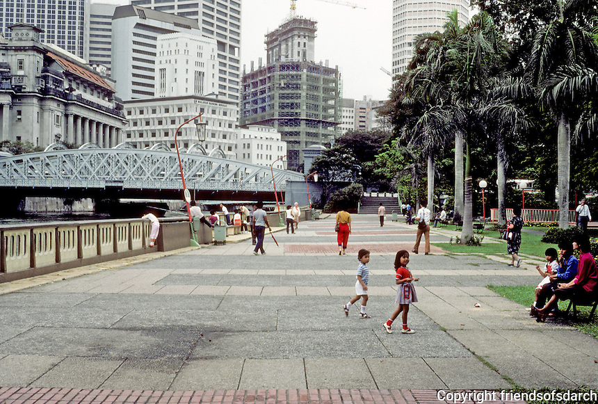 Singapore: Embankment, Singapore River. Photo '82.