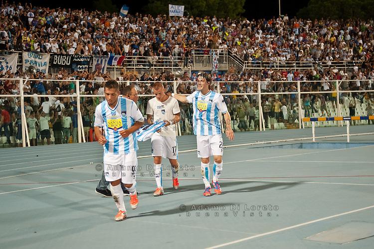 PESCARA (PE) 26/09/2012: CAMPIONATO DI CALCIO SERIE A PESCARA - PALERMO. PARTITA TERMINATA 1 A 0 GOAL DI WEISS. NELLA FOTO GIANLUCA CAPRARI VLADIMIR WEISS E ANTE VUKUSIC PESCARA. FOTO ADAMO DI LORETO