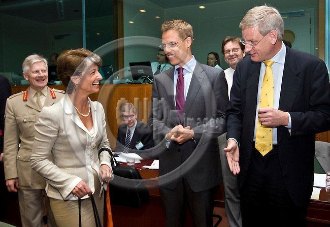 BRUSSELS - BELGIUM - 26 MAY 2008 -- General Affairs and Defence EU-Council meeting. -- Michèle (Michele) ALLIOT-MARIE (2nd LE), Defence Minister of France with  Alexander STUBB, Minister of Foreign Affairs of Finland and Carl BILDT, Minister for Foreign Affairs of Sweden. -- PHOTO: Juha ROININEN / EUP-IMAGES