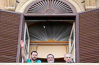 Deputati e Senatori vengono ricevuti al Ministero e si affacciano ad una finestra. Matteo Salvini, Roberto Calderoli e Jonny Crosio<br /> Roma 11-05-2015 Matteo Salvini si reca al Ministero dell'Economia per chiedere la restituzione delle pensioni.<br /> Protest of Matteo Salvini to ask the restriction of the old age pensions.<br /> Photo Samantha Zucchi Insidefoto