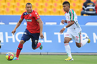 MEDELLÍN -COLOMBIA-19-05-2013. Felipe Pardo (D ) del Independien Medellin disputa el balón con Steven Murillo ( I) del Patriotas FC durante partido de la fecha 16 Liga Postobón 2013-1./ Felipe Pardo (R ) of Independien Medellin fights for the ball with  Steven Murillo ( L ) of Patriotas FC during match of the 16th date of Postobon  League 2013-1. (Photo:VizzorImage/Luis Ríos/STR)
