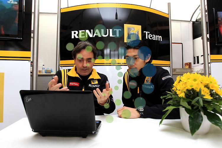 F1 Tests, Jerez Spain  10. - 14. February 2010.Riccardo Ceccarelli (ITA) Renault F1 Team - Ho-Pin Tung (CHN) Test Driver Renault F1 Racing..Hasan Bratic;Koblenzerstr.3;56412 Nentershausen;Tel.:0172-2733357;.hb-press-agency@t-online.de;http://www.uptodate-bildagentur.de;.Veroeffentlichung gem. AGB - Stand 09.2006; Foto ist Honorarpflichtig zzgl. 7% Ust.;Hasan Bratic,Koblenzerstr.3,Postfach 1117,56412 Nentershausen; Steuer-Nr.: 30 807 6032 6;Finanzamt Montabaur;  Nassauische Sparkasse Nentershausen; Konto 828017896, BLZ 510 500 15;SWIFT-BIC: NASS DE 55;IBAN: DE69 5105 0015 0828 0178 96; Belegexemplar erforderlich!..