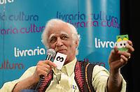 SAO PAULO, 06 DE ABRIL DE 2013 - LANCAMENTO MAURICIO DE SOUSA E ZIRALDO - O cartunista e escritor e Ziraldo durante lançamento do livro O Reizinho do Castelo Perdido, com autoria de Mauricio e ilustrações de Ziraldo, na Livraria Cultura do Conjunto Nacional, na Avenida Paulista, região central da capital, manhã deste sábado, 06 . (FOTO: ALEXANDRE MOREIRA / BRAZIL PHOTO PRESS)