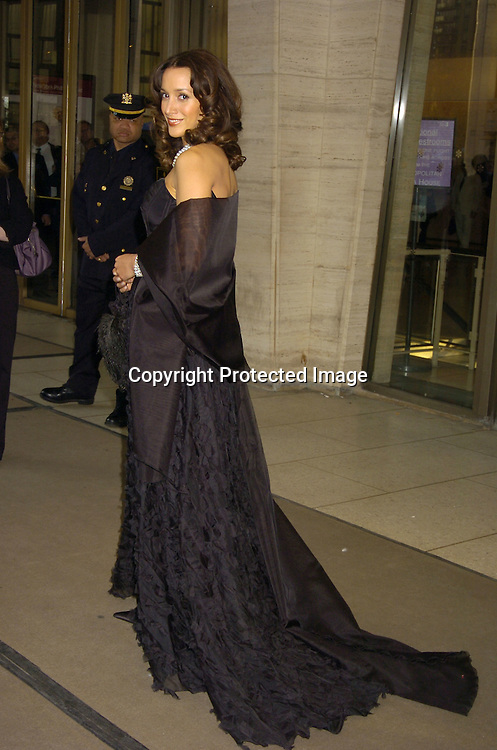 Jennifer Beals ..at The Film Society of Lincoln Center honor of Dustin Hoffman on April 18, 2005 at Avery Fisher Hall. ..Photo by Robin Platzer, Twin Images