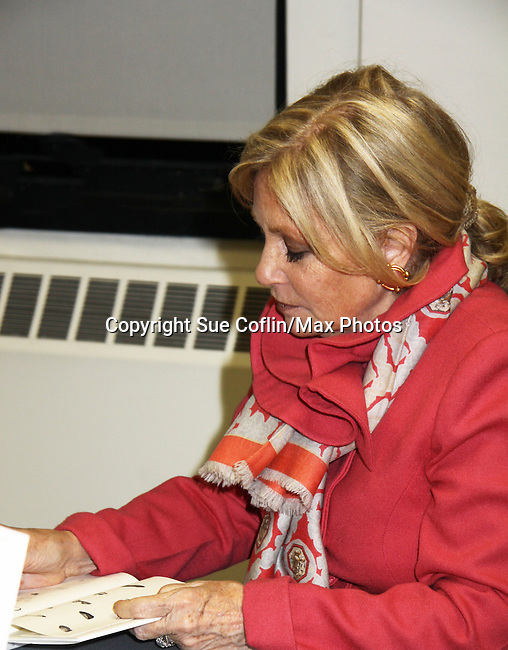"Guiding Light's Tina Sloan ""Liillian Raines"" discusses and signs her new book ""Changing Shoes"" at Mid-Manhattan Library, New York City, New York on November 10, 2010. (Photo by Sue Coflin/Max Photos)"