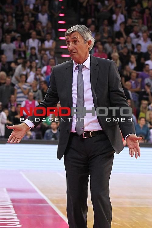 03.10.2013, Telekom Baskets Dome, Bonn, GER, BBL, Telekom Baskets Bonn vs FC Bayern M&uuml;nchen, im Bild<br /> Svetislav Pesic (Trainer Muenchen)<br /> <br /> Foto &copy; nph / Mueller