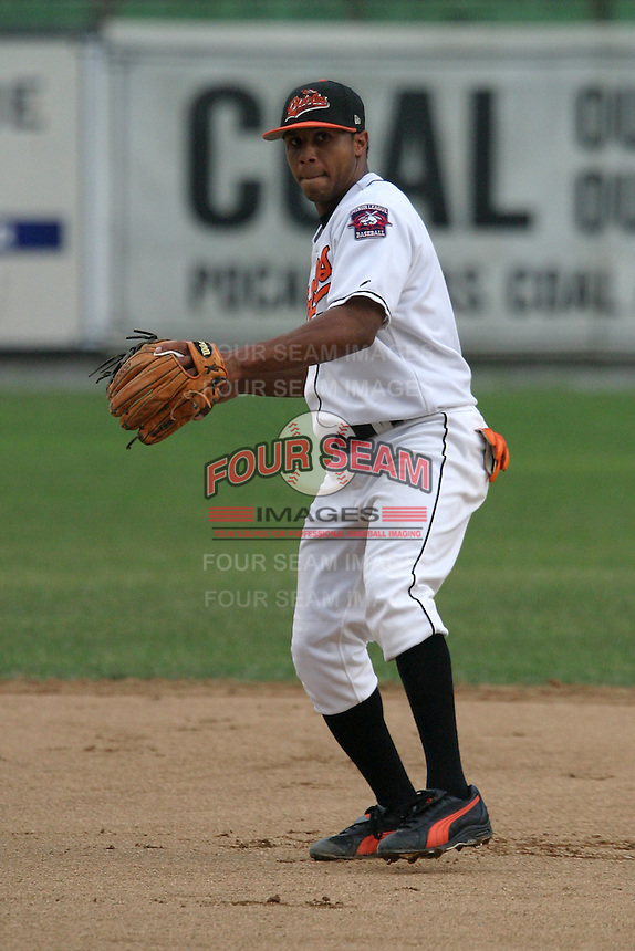 August 19, 2005:  Second Baseman Jonathan (Jon) Tucker of the Bluefield Orioles during a game at Bowen Field in Bluefield, WV.  Bluefield is the Appalachian League Class-A affiliate of the Baltimore Orioles.  Photo by:  Mike Janes/Four Seam Images