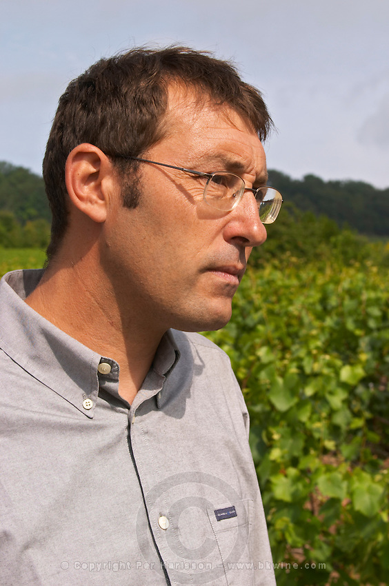 Pierre Larmandier, owner and winemaker, in the vineyard, Champagne Larmandier-Bernier, Vertus, Cote des Blancs, Champagne, Marne, Ardennes, France
