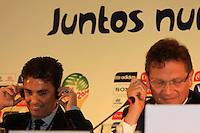 RIO DE JANEIRO, RJ, 30 DE MAIO 2012 - SORTEIO COPA DAS CONFEDERACOES - O secretario-geral da FIFA, Jerome Valcke (D) e o ex jogador Bebeto, durante sorteio da Copa das Confederações, torneio que antecede a Copa do Mundo e que será disputado entre 15 e 30 de junho de 2013. No Hotel Sheraton, na Barra da Tijuca nesta quarta-feira, 30. (FOTO: GUTO MAIA / BRAZIL PHOTO PRESS).