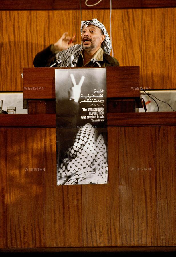 1983. Algeria. Algiers. Yasser Arafat (1929-2004), chairman of the PLO, makes a speech during the 16th meeting of the Palestinian National Council (PNC). Algérie. Alger. Yasser Arafat (1929-2004), chef de l'OLP, fait un discours lors de la 16e réunion du Conseil National Palestinien (CNP).