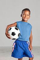 Cuiaba_MT, Brasil...Retrato de um garoto com a bola de futebol em Cuiaba, Mato Grosso...Portrait of a boy with a ball in Cuiaba, Mato Grosso...Foto: LEO DRUMMOND / NITRO