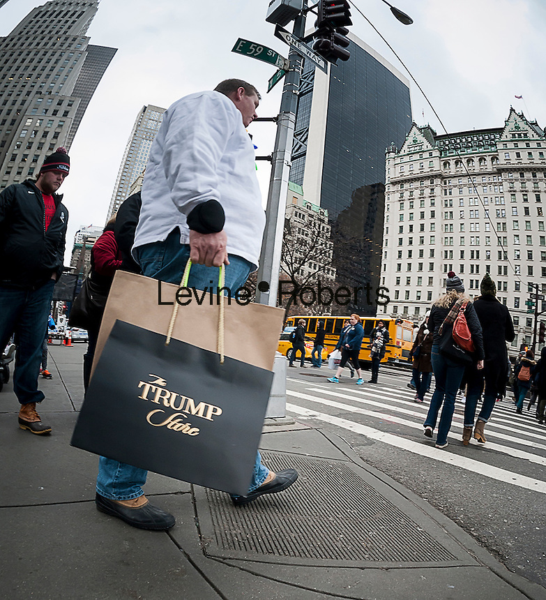 A Christmas shopper with his purchases from the Trump Store, on Fifth Avenue in Midtown Manhattan in New York on Saturday, December 10, 2016. Only fifteen more days until Christmas.  (© Richard B. Levine)