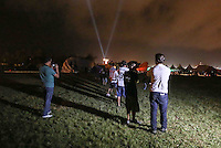 TORRES, RS, 03 DE MAIO 2013 - FESTIVAL INTERNACIONAL DE BALONISMO - Acidente provocado por forte ventania no Festival Internacional de Balonismo suspende o evento noturno Night Glow na cidade de Torres, litoral norte do Rio Grande do Sul, nesta sexta-feira, 03. Ninguem ficou ferido. O evento reune pilotos de vários lugares do mundo como Argentina, Peru, Austrália, França e Reino Unido e segue até domingo (5).FOTO: WILLIAM VOLCOV - BRAZIL PHOTO PRESS.