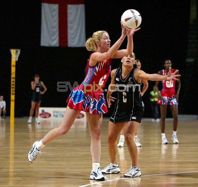 Pix: Simon Wilkinson/SWpix.com. International Netball. England v New Zealand. Test Series 2003. MEN Arena. Manchester. 24/02/03..COPYRIGHT PICTURE>>SIMON WILKINSON>>01943 436649>>..England's Olivia Murphy