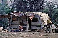TALIA Torino  Campo nomadi Rom  (Campo dell'Arrivore, 2001) una roulotte
