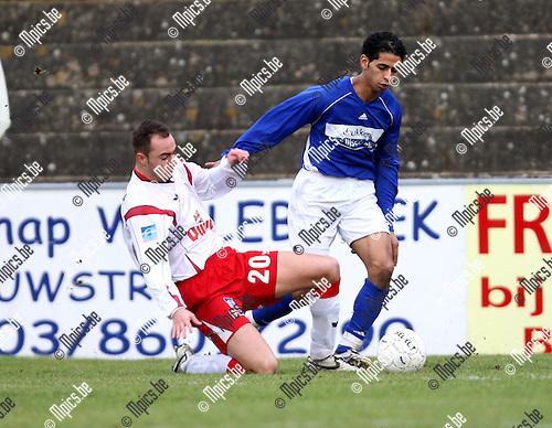 2008-01-13 / Voetbal / Willebroek-Meerhof - St-Niklaas / Laurens Melotte (L) met Morad Gloub van St-Niklaas..Foto: Maarten Straetemans (SMB)