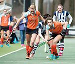 Den Haag - Hoofdklasse hockey dames, HDM-GRONINGEN  (6-2).  Evaline Janssens (Gron.) met links Marle Brenkman (Gron.)  COPYRIGHT KOEN SUYK