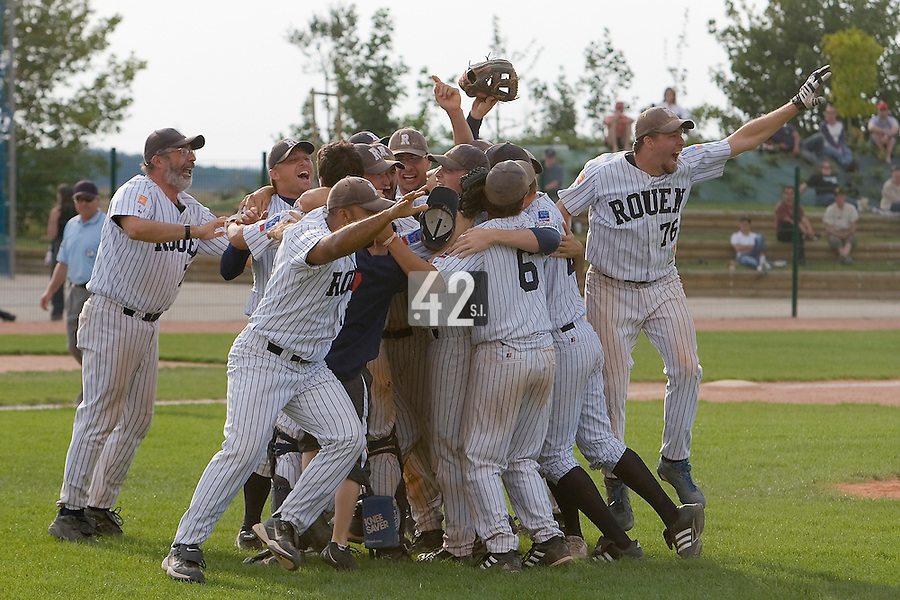 12 Aug 2007: Team Rouen celebrate after game 5 of the french championship finals between Templiers (Senart) and Huskies (Rouen) in Chartres, France. Huskies defeated Templiers 9-8 to win their fourth french championship.