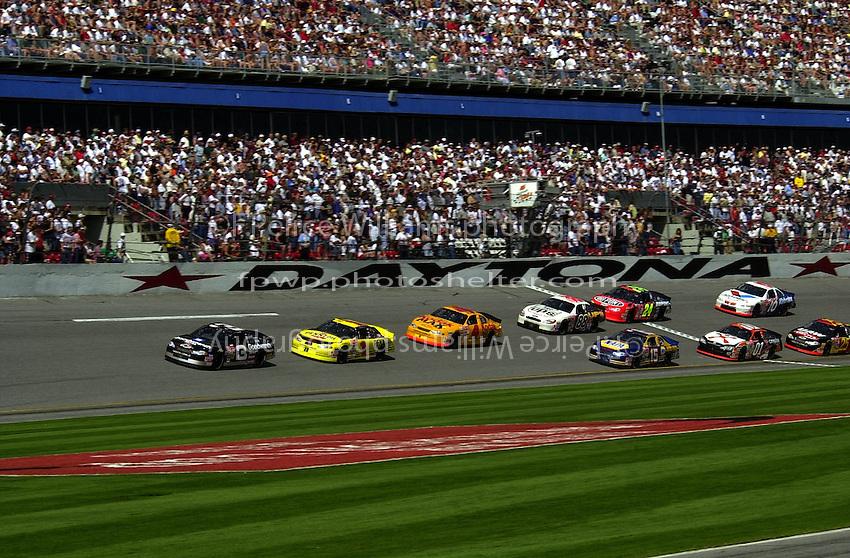 Dale Earnhardt leads at Daytona. (First 125 qualifying race)..NASCAR Winston Cup Daytona 500 18 Feb.2001 Daytona International Speedway, Daytona Beach,Florida,USA .copyright©F.Peirce Williams 2001 ..F. Peirce Williams .photography.P.O.Box 455 Eaton, OH 45320.p: 317.358.7326  e: fpwp@mac.com.