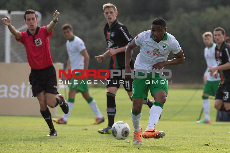Trainingsgel&auml;nde, Jerez, ESP, 1.FBL, FSP  Werder Bremen (GER)  vs NEC Nijmegen (NED),  12.01.2014, <br /> <br /> C&eacute;dric Makiadi (Bremen #6)<br /> <br /> Foto &copy; nordphoto/ Kokenge