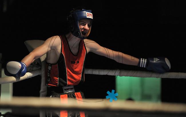 Boxen in Delitzsch, Ostdeutsche Meisterschaft und Rosenpokal im Kultur- und Sportzentrum.   im Bild: Ausgepumpt: Christoph Rumpf. .Foto: Alexander Bley