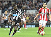 21.12.2014.  Newcastle, England. Premier League. Newcastle United versus Sunderland. Jordi Gomez of Sunderland  under pressure from Cheick Tiote of Newcastle United