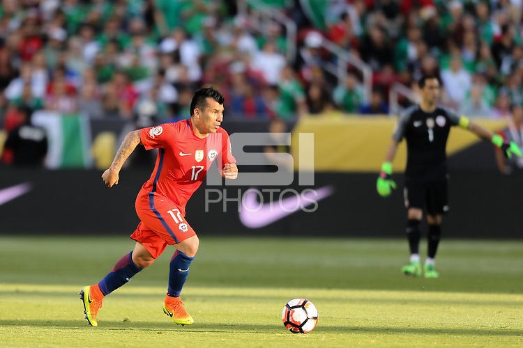Santa Clara, CA - Saturday June 18, 2016: Gary Medel during a Copa America Centenario quarterfinal match between Mexico (MEX) and Chile (CHI) at Levi's Stadium.