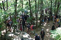 Val di Susa: manifestanti protestano contro l'avvio dei lavori di costruzione del tunnel per l'alta velocità.