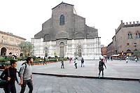 Una veduta di Piazza Maggiore, con la Basilica di San Petronio, sullo sfondo, a Bologna.<br /> A view of piazza Maggiore, with San Petronio's Basilica on background in Bologna.<br /> UPDATE IMAGES PRESS/Riccardo De Luca