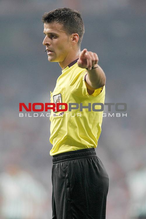 Spanish referee Jesus Gil Manzano during La Liga match.August 18,2013. Foto © nph / Acero)