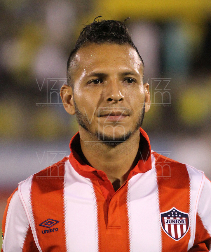 NEIVA -COLOMBIA-25-01-2014. Juan Guillermo Dominguez jugador del Atletico Junior antes de su encuentro contra el Atletico Huila   durante partido por la fecha 1 de la Liga Postobón I 2014 jugado en el estadio Guillermo Plazas Alcid   de la ciudad de Neiva./ Juan Guillermo Dominguez   player  of Atletico Junior  before  game between Atletico Huila and  Atletico Junior during match  1 League Postobón 2014 I played in Guillermp Plazas Alcid  Stadium city of Neiva. Photo: VizzorImage / Felipe Caicedo / Staff